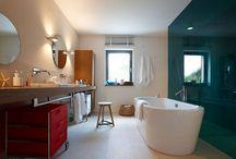 Bäder / Ein Badezimmer kann vieles sein - modernes Familienbad, fröhliches Kinderbad, praktisches Dusch WC oder eine Wellness-Oase mit Saunalandschaft, auf jeden Fall soll es ein Ort zum Wohlfühlen sein.