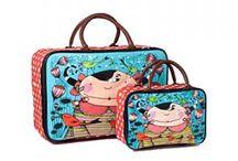 Suitcase La Marelle / Suitcase, maletas y todo tipo de bolsos y bolsas en nuestra colección de artículos La Marelle en nuestra zapatería online www.zapanines.es. Esperamos que os guste.
