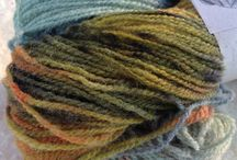 British Wool from Injabulo / Injabulo bring you a new range of yarn from Jillybean yarns - 100% british handpainted yarn.  We've put it into kits with a packet of fabulous hand painted ceramic buttons and a pattern that takes just one skein of yarn.
