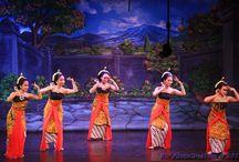 Javanese Dance / Javanese dance performed at Wayang Orang Bharata, Jakarta