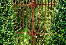 . portões .