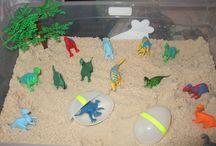 Dinosaurie i sandlandskap