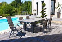 Salle à manger d'été / Idées à glaner pour transformer son jardin, ou sa terrasse en salle à manger d'été. Ensemble table et chaises.
