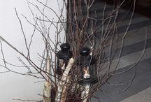 dekoracje wiosenne przed domem / przed domem można już zrobić fajne wiosenne dekoracje praktycznie z niczego .wystarczy kilka gałązek brzozy i kilka grubszych patyków, do tego dwie latarenki i gotowe