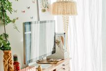 Cozy Workspaces / Dreamy workspaces, home office inspiration, creative spaces to work, minimal styles, boho / hippie office decor, standing desks, and quirky office supplies.