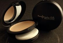 Mineral Makeup Foundation / Achieve beautiful flawless skin using the best mineral makeup.