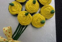 Aunteee's Cakes. (Lynda) / I'm a hobby baker making cakes to bring others joy