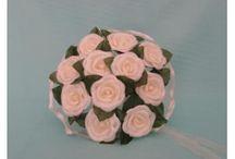 Булчински букети / Приказни булченски букети за булката. Сватбените букети са изработени от различни по вид изкуствени цветя аранжирани с нежни материали.