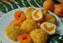 Pomysły na desery z morelami / Lubisz morele? To zdrowe i wartościowe owoce. Zobacz, co pysznego możesz z nich przyrządzić!