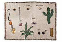 Lilian Martinez /  artista residente en Los Angeles Lilian Martínez.El estilo entre prehistórico, naïf y de toques picasianos, lo vemos en las figuras humanas desnudas o escultóricas, y los elementos vegetales que también se tejen en sus alfombras, tapices, fundas de cojín y poleras.
