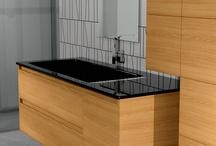 Bathroom furniture PLUS / Επιπλο μπάνιου με κρυστάλλινο νιπτήρα - Διάσταση βάσης 140x55x50 cm - Διάσταση Κολώνας 60x120 cm - Διάσταση καθρέπτη 50x90 cm - Νιπτήρας απο κρύσταλλο σε μαύρο χρώμα 140x55 cm