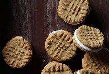 cookies / Yummy cookie recipes. Chocolate chip, snickerdoodle, peanut butter, moelleux, oatmeal, sugar, monster, no bake, shortbread, healthy, molasses, M&M, cake mix, cowboy, lemon, brownie, vegan, pumpkin