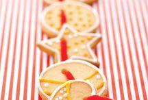 Biscotti sotto l'Albero / Da preparare in famiglia e regalare ai propri cari, i biscotti sono una delle tradizioni più dolci delle feste natalizie. Vi proponiamo una panoramica di ricette che davvero accontenta tutti i gusti