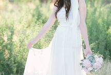 Bohemian Wedding Ideas / Lush blooms, carefree bridal fashion and free-spirited decor are all a part of what makes boho bliss so desirable for a wedding. Boho brides, set free!