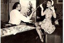 Gil Elvgren artista pin-up / Gil Elvgren artista pin-up 1914-1980. Nascido em St. Paul, Minnesota, Gillette A. Elvgren formou-se na Universidade de High School, também fez cursos de arte no Instituto de Arte de Minneapolis. Gil entrou para o estúdio de artistas na Stevens e Gross, agência de publicidade de maior prestígio de Chicago. Em 1937, Gil começou a pintar pinups calendário para Louis F. Dow, uma das maiores editoras da América, durante os quais ele criou cerca de 60 obras