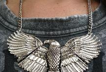 Stylish Biker Look / Beetje stoer, beetje zilver maar perfect voor je Biker look! Shop de sieraden online op shoplikesuze.nl