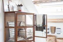 Eenig & Vitrinekast / Display cabinet styling / How to style a display cabinet / glass door cabinet
