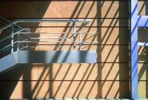 Corporativo Bristol Myers / El proyecto se estratifico en varios niveles: En el sótano, se localizaron cuartos de máquinas y el estacionamiento. Una planta pública que albergaba el atrio de acceso, un comedor y un auditorio. Contaba con dos niveles de oficinas divididas en dos bloques. Los siguientes dos niveles son puentes interiores que enfatizan el carácter público del vestíbulo.