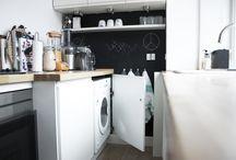 #HTHsmall / Igennem HTH's kampagne, HTHawards, har vi indsamlet billeder af HTH køkkener ude i danskernes hjem. Her er vi i kategorien #HTHsmall, som viser det lille køkken, som ofte findes i lejligheder og mindre huse. Der er lagt vægt på intelligente opbevaringsløsninger for at udnytte rummet bedst muligt og skabe plads, hvor der ingen er.