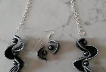 collier 16 capsules noires