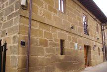 La casa  / ¡LA ÚNICA CASA RURAL CON MOLINO DE TODA LA ZONA! Nos dedicamos a prestar servicio de alojamiento, restauración y masajes, así como la organización de eventos.