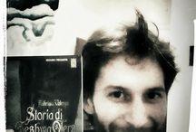 Con i romanzi di Fabrizio Valenza / Chi si fa fotografare con i romanzi di Fabrizio Valenza?
