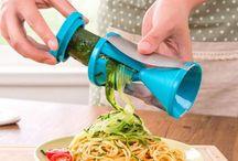 Coupe légumes spaghettis ustensile de cuisine / Faite mangez des légumes à vos enfants ... grâce à ce coupe légume spaghettis... ustensile de cuisine indispensable.  Laissez libre court à votre imagination.