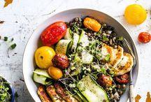 Salad Bowls: fresh & healthy vegetarian and vegan salads / Ich liebe Salate. Orientalische Salate, grüne Salate, fruchtige Salate - es gibt einfach so gesunde und leckere Kombinationen. Viele Rezepte für abwechslungsreiche Salate findet ihr hier auf dem Board.