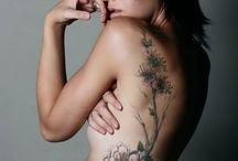 Wilde bloemen tattoo