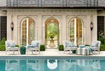 κήπος με πισίνα