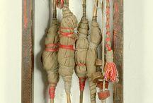 Objekter talisman installation / Barokke hængende frit stående små
