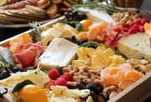Hors d'oeuvres / Cheese, meat, crackers, fruit