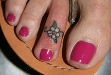 toe finges tatoo