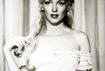 Marilyn Monroe / Depuis que j'ai 10 ans, Marilyn représente pour moi l'émotion, la beauté, la fragilité, la tendresse... /// Since I am 10 years old, Marilyn represents for me the emotion, the beauty, fragility, tenderness...
