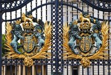Famous Doors / Can you guess who lives behind these world famous doors?