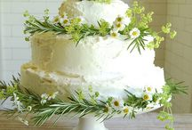 Wedding Cakes with Floral Decor / Wedding Cakes with Floral Decoration