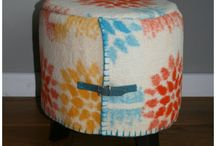 Vintage wollen poefjes / Zijn ze niet leuk de wollige poefje van LOTS of IDEAS, gemaakt van vintage, echte wollen dekens. Afgewerkt met een festonsteek en een  riempje. Ieder exemplaar is anders dus het is zeker een unieke blikvanger in je woon- of slaapkamer.