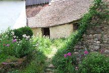 Fairytale villages / Magic landscape froum countryside all over the world. -- Peisaje magice din satele din toată lumea.  www.haisitu.ro #haisitu #magic #village #countryside