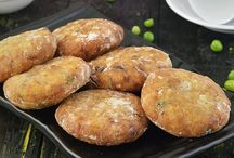 Deep Fried Snacks / Enjoy a lovely collection of Indian Deep Fried Snacks.