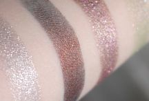 Reviews/Swatches / Collection of reviews and swatches from various blogs.
