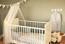 Textilien fürs Kinderbett / Passend zu unseren Puckdaddy Babybetten und auch allen anderen Babybetten in 140x70 oder 120x60cm gibt es jetzt auch die schönen Bett-Textilien mit Nestchen, Betthimmel und Bettwäsche. So könnt Ihr passend zu unseren Auflagen, Schlafsäcken und Krabbeldecken auch Euer Bett im gleichen Design gestalten.