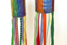 farebné plechovice so stužkami