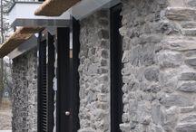 Open haard muur steenstrips