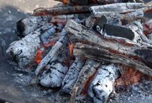 Les braséros / Le Braséro est une cuve permettant de faire un feu de camp et qui peut servir de chauffage extérieur. Le brasero est le plus souvent placé dans un jardin ou sur une terrasse mais dans certains pays il est utilisé comme chauffage intérieur.
