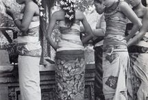 Indonésie 1949 par HCB / Henri Cartier-Bresson was in Indonesia in 1949, in time to witness the transition from Dutch control to the Indonesian Republic. Some of the pictures were featured in a Life magazine issue in 1950. I was lucky to see an exhibition of these photos in Jakarta several years ago.