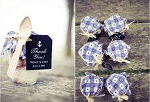 Blue & White Weddings / Stylish blue and white wedding inspiration.