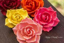 květy pletené,háčkov.,šité