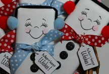 DIY: Gifts: Christmas / DIY and homemade gifts for inexpensive Christmas themed gifts - great for stocking stuffers, teacher gifts, coworkers or neighbor gifts!