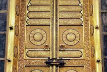 سبحان من فتح بابه للسائلين سبحان من يتوب على التائبين سبحان الغني عن طاعة الطائعين لا إله إلا الله ما أعظم الله وما أهيب الوقوف بين يديه