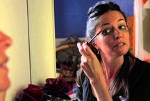 #CosmoSérie : La dernière série de Cosmospace / Et vous, que feriez-vous à leur place ?  Découvrez la vie de Sandrine et Marie et aidez les à faire les bons choix.  Sandrine a 31 ans, et sa vie amoureuse c'est un peu comme un magasin de lingerie en période de soldes :  on s'y perd tellement c'est confus !   Marie a 32 ans, et sa passion dans la vie, c'est son boulot… Inutile de vous dire qu'en revanche, côté love, c'est pas le nirvana !  Heureusement que vous êtes là pour guider Sandrine et Maris vers l'amour, le vrai !